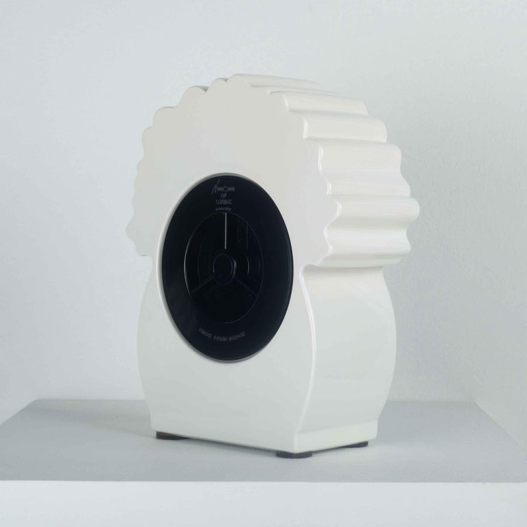 Ceramic Desk Clock by George Sowden for Neos, Italy, 1980s In Good Condition For Sale In Chicago, IL