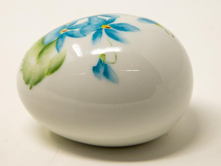 Ceramic Eggs with Floral Motif For Sale 5