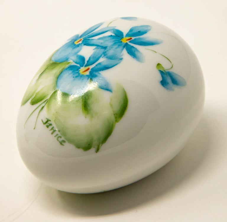 Ceramic Eggs with Floral Motif For Sale 6
