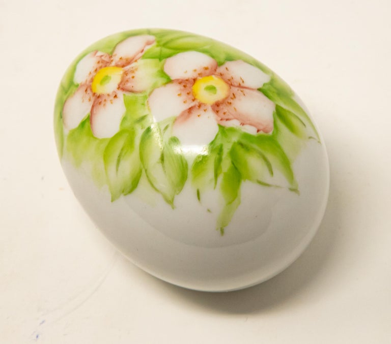 Ceramic Eggs with Floral Motif For Sale 8