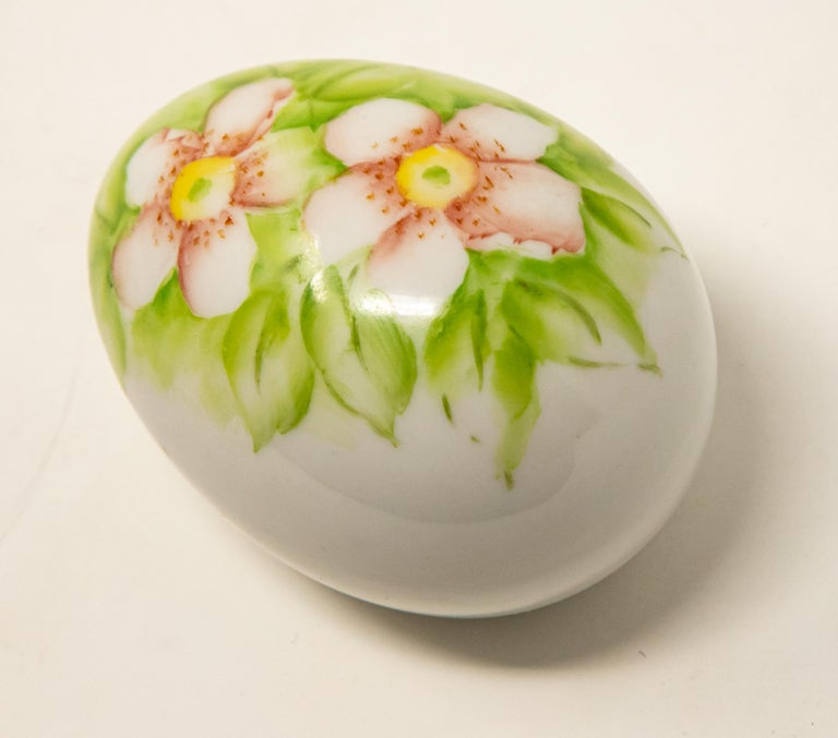Ceramic Eggs with Floral Motif For Sale 11