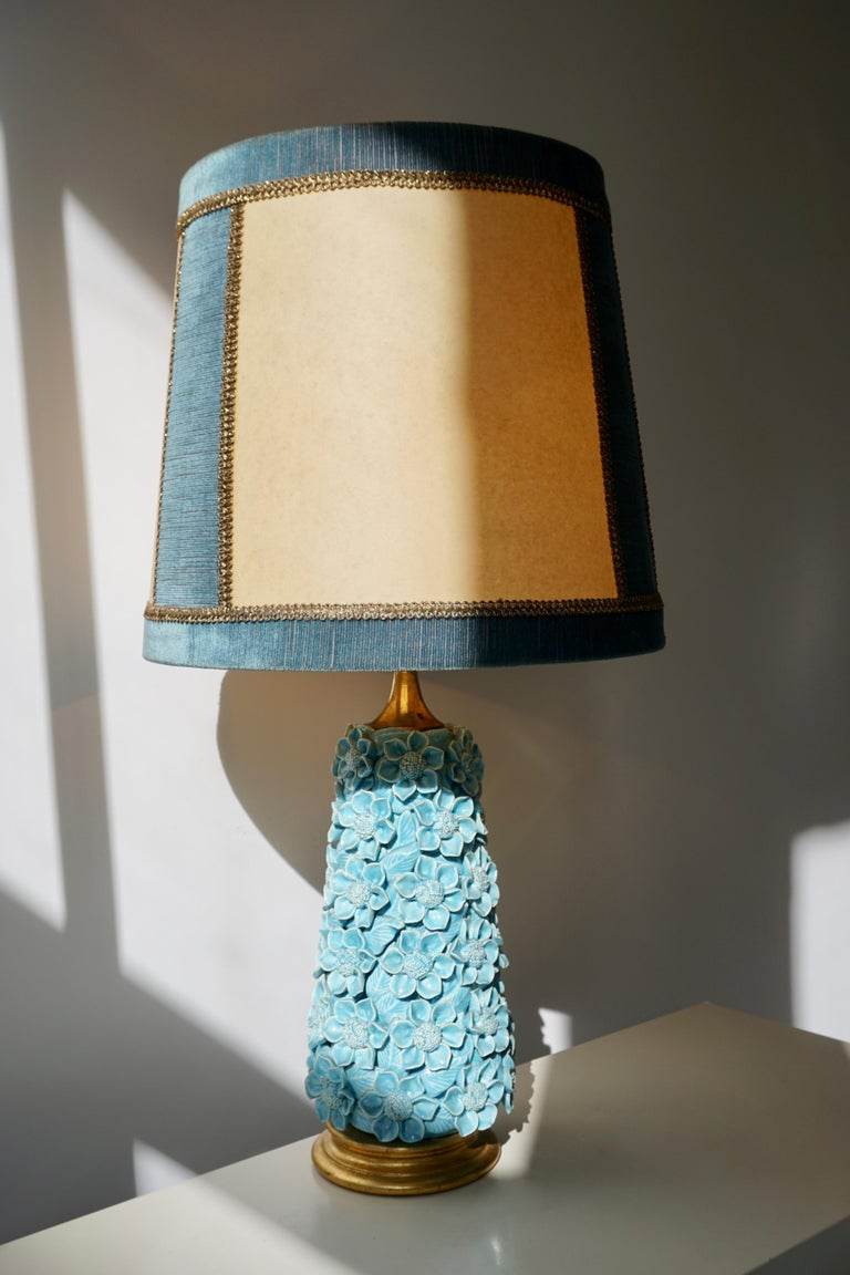 Ceramic Flower Table Lamp in Blue Color, 1950s In Good Condition For Sale In Antwerp, BE