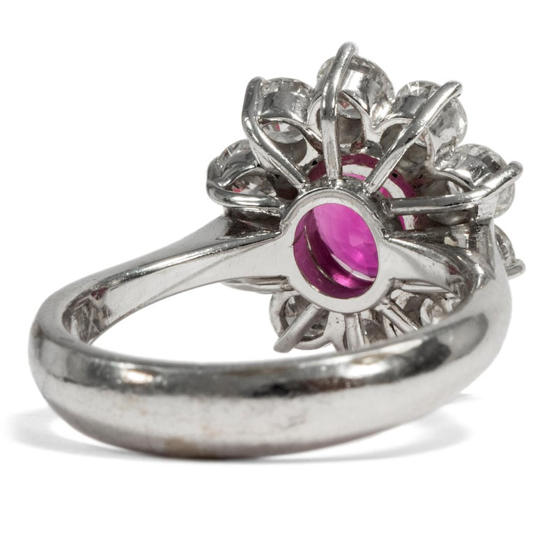 Certified 1.1 Carat Pink Sapphire & 1.4 Carat Diamond Vintage 1970s Cluster Ring In Good Condition For Sale In Berlin, Berlin