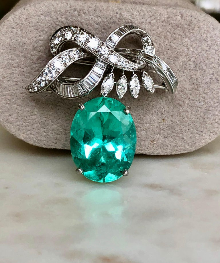 Certified 18.76 Carat Emerald and Diamond Platinum Brooch Pendant For Sale 2