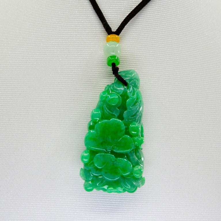 Women's or Men's Certified 196.5cts Natural Apple Green Jadeite Jade Flower Pendant Necklace For Sale