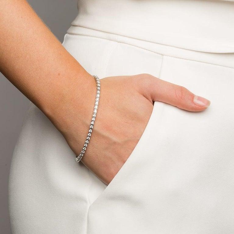 Round Cut Certified 2.00 Carat Round Diamond Tennis Bracelet in 14 Karat White Gold For Sale