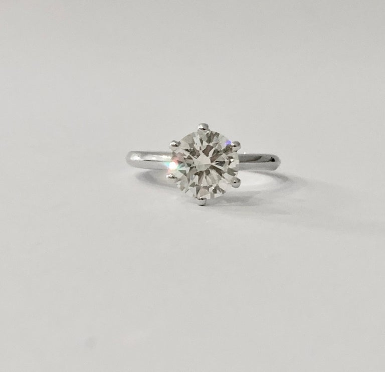 Certified 2.08 Carat Round Brilliant Cut Diamond Ring in 18 Carat White Gold In New Condition For Sale In Chislehurst, Kent
