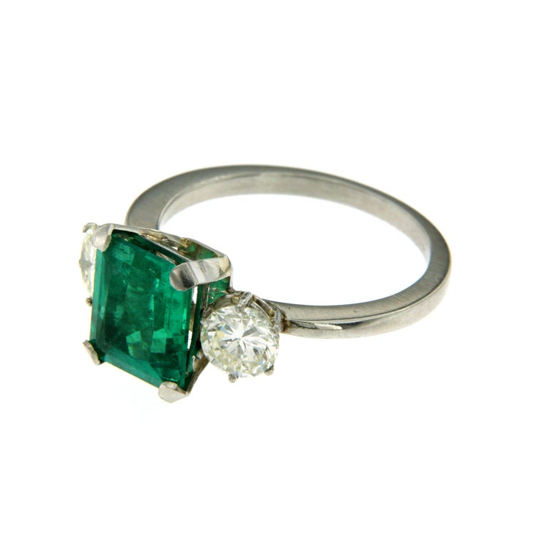 Certified 2.75 Carat Colombian Emerald Diamond Platinum Ring In Excellent Condition For Sale In Napoli, Italy