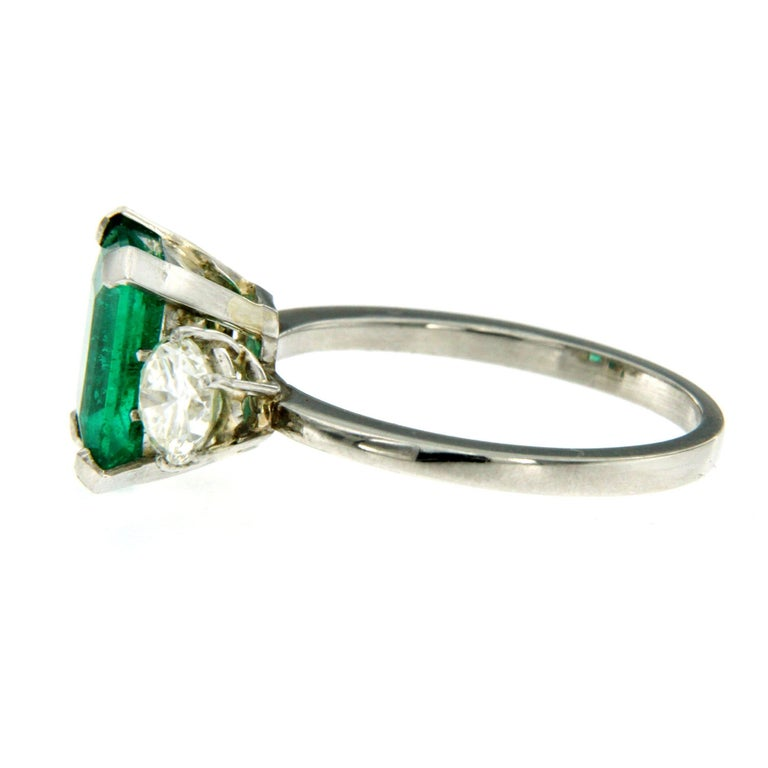 Women's Certified 2.75 Carat Colombian Emerald Diamond Platinum Ring For Sale