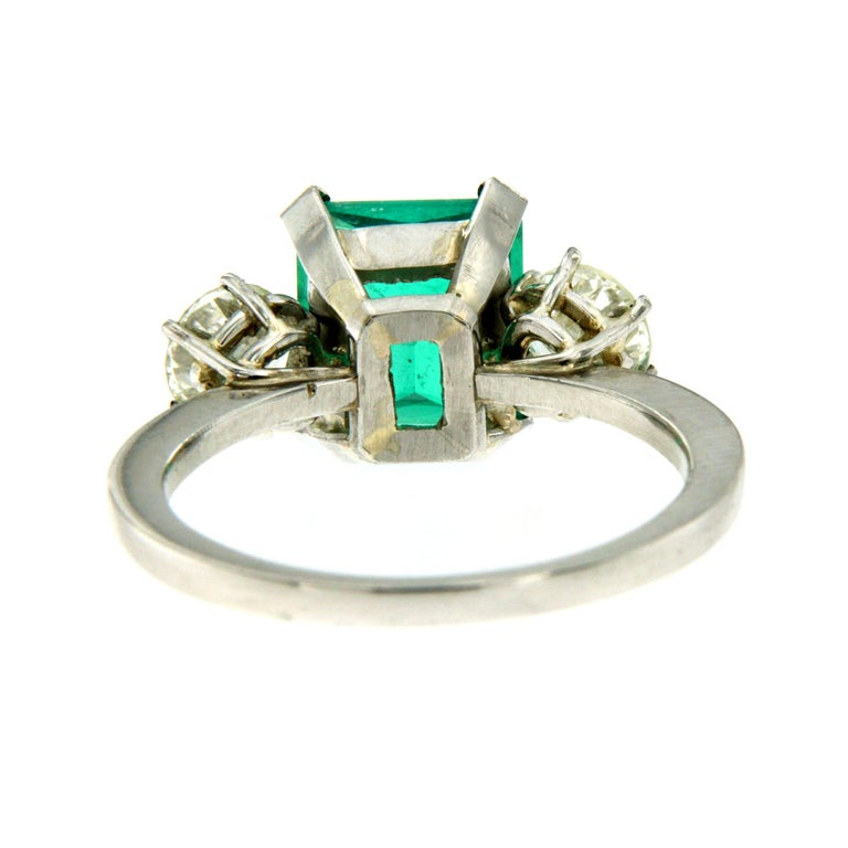 Certified 2.75 Carat Colombian Emerald Diamond Platinum Ring For Sale 1