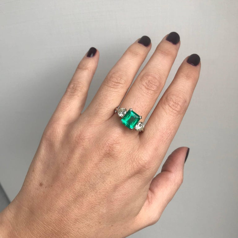 Certified 2.75 Carat Colombian Emerald Diamond Platinum Ring For Sale 3