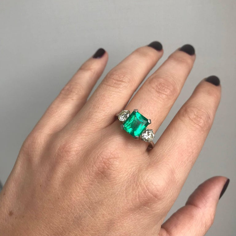 Certified 2.75 Carat Colombian Emerald Diamond Platinum Ring For Sale 4
