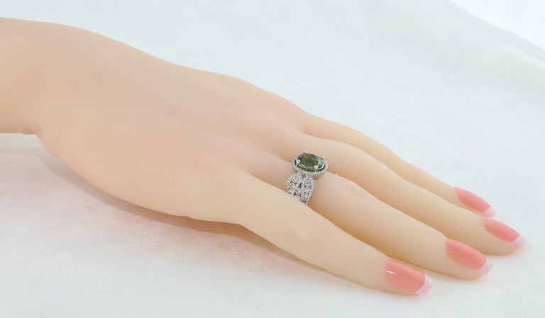 Certified 3.08 Carat Oval Green Sapphire Diamond Gold Ring In New Condition For Sale In New York, NY