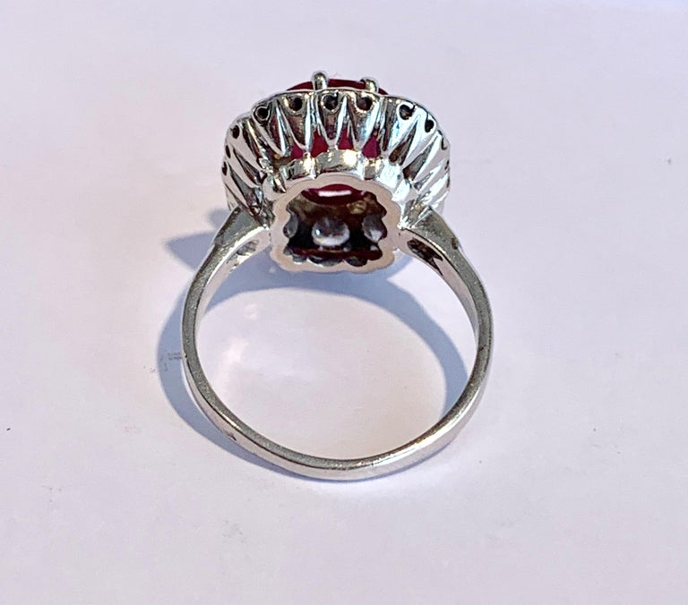 Certified 3.20 Carat Siam Ruby 2 Carat Diamonds 18 Karat White Gold Ring In Good Condition For Sale In Paris, FR