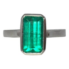 Certified 3.22 Carat Colombian Emerald Chivor Mine 18 Karat Gold Solitaire Ring