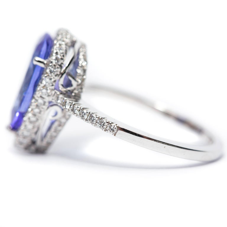3.26 CT Pear Tanzanite Certified 0.75 Carat Diamond 18 KT Gold Engagement Ring In New Condition For Sale In London, GB