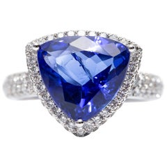 Certified 5.76 Carat Triangle Tanzanite 1.00 CT Round Diamond 18 Karat Gold Ring