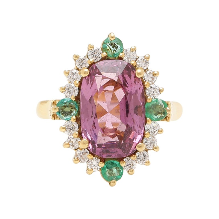 Certified 5.80 Carat Natural Spinel with Diamonds and Emerald in 18 Karat Gold For Sale