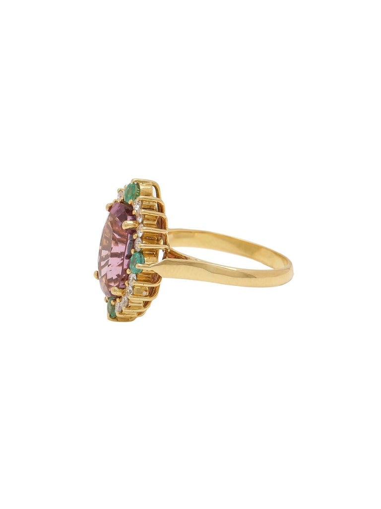 Modern Certified 5.80 Carat Natural Spinel with Diamonds and Emerald in 18 Karat Gold For Sale