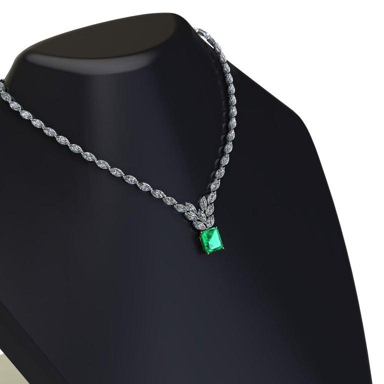 Certified 6.31 Carat Emerald 23 Carat Diamond 18k Gold and Platinum 950 Necklace For Sale 2