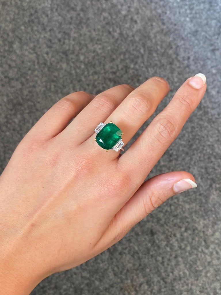 Women's or Men's Certified 7.88 Carat Emerald and Diamond Three-Stone Engagement Ring For Sale