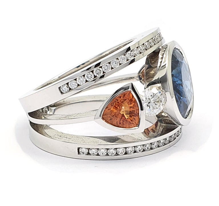 Women's or Men's Certified 9.45 Carat Intense Blue Sapphire 2 Orange Corunds and 56 Diamonds Ring For Sale