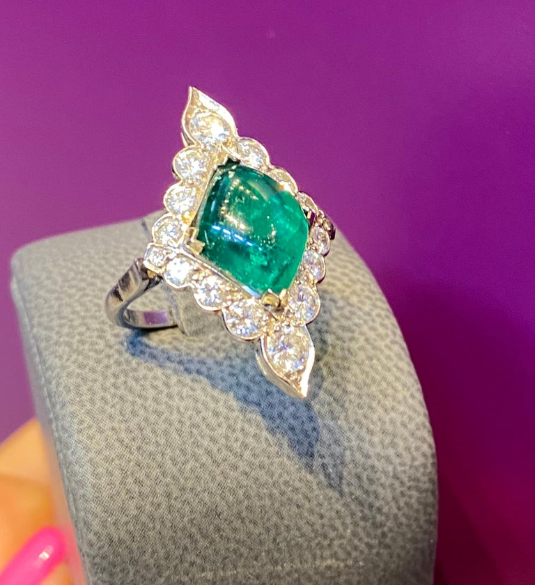 Women's or Men's Certified Cabochon Colombian Emerald & Diamond Ring For Sale