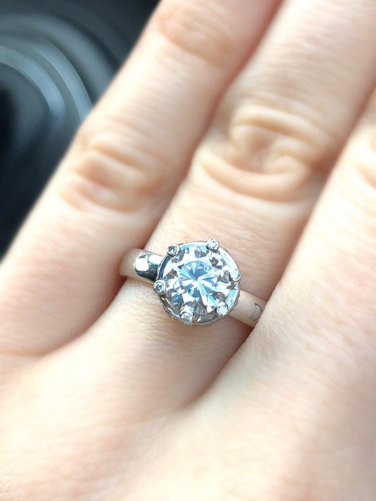 Certified Classical 1 Karat Round Diamond 18 Karat White Gold Engagement Ring In New Condition For Sale In Montreux, CH