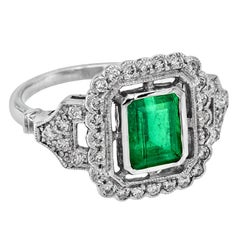 Certified Colombia Emerald 1.649 Carat with Diamond 18 Karat Gold Cocktail Ring
