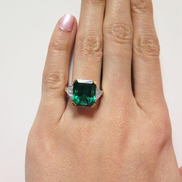 Emerald Cut Certified Colombian Emerald 7.75ct & Diamonds 3-Stone Ring in 18ct Gold, Vintage For Sale