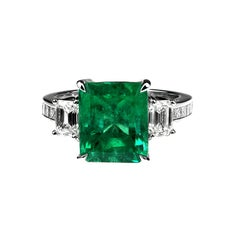 Certified Colombian Emerald and Diamonds Set Ring in Platinum