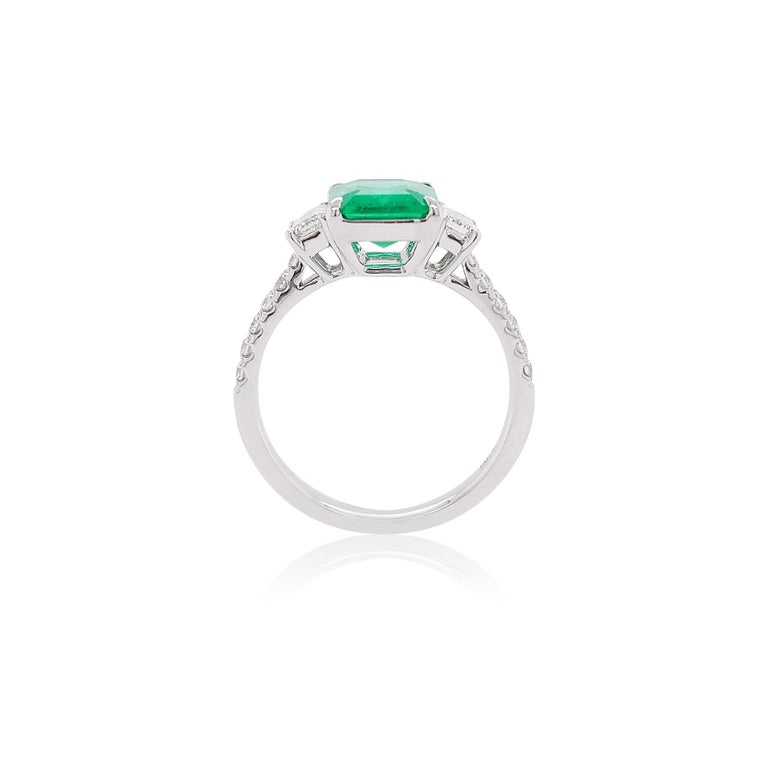 Contemporary Certified Colombian Emerald and White Diamond in Platinum Three-Stone Ring For Sale