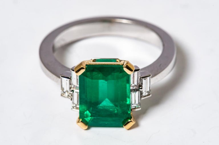 Women's Certified Emerald 2.68 Karat White Diamonds on with Gold Engagement Ring For Sale
