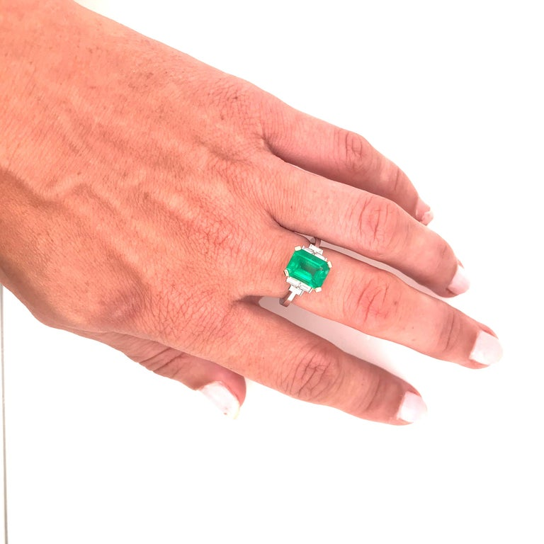 Certified Emerald 2.68 Karat White Diamonds on with Gold Engagement Ring For Sale 2