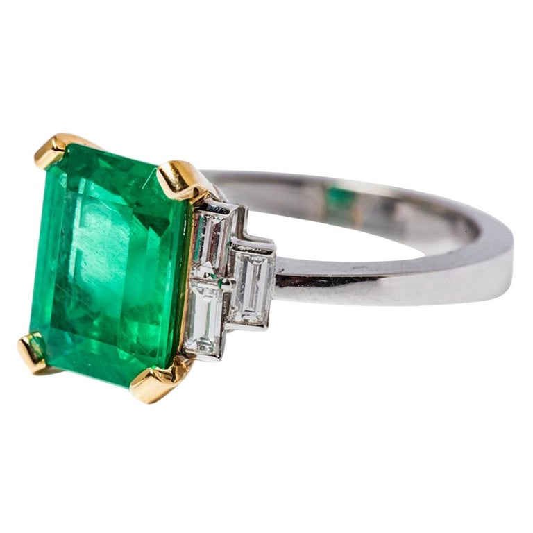 Certified Emerald 2.68 Karat White Diamonds on with Gold Engagement Ring For Sale