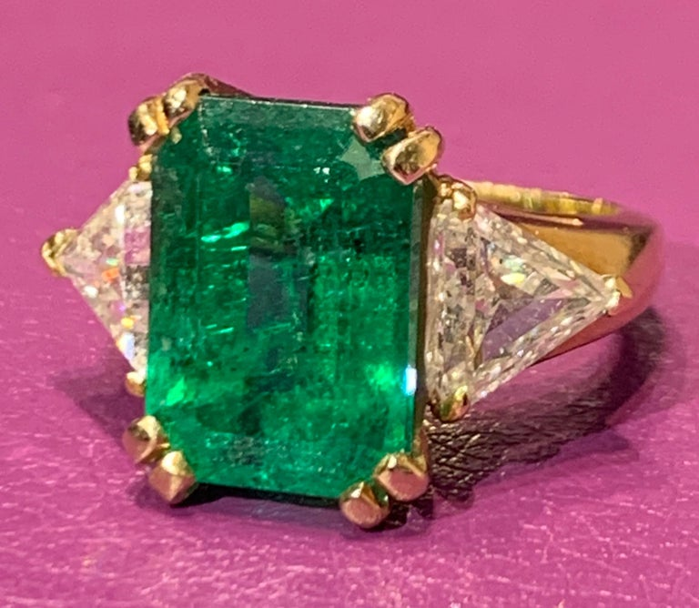 Certified Emerald and Diamond Three-Stone Ring In Excellent Condition For Sale In New York, NY
