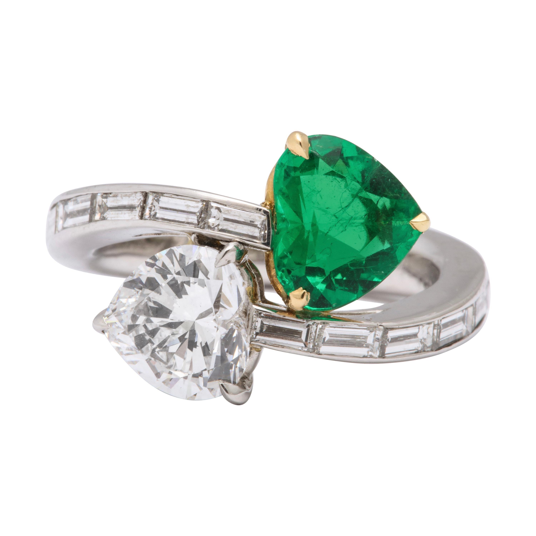 Certified Heart Shape Emerald Diamond Toi et Moi Twin Ring