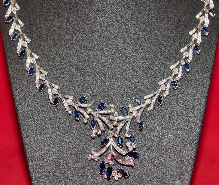 Certified Ladies Necklace in 14 Karat White Gold Set with Diamonds and Sapphires In Excellent Condition For Sale In Berlin, DE