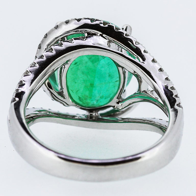 Modern Certified Natural Colombian Emerald 5.3 ct and Diamond Ring in 18k White Gold For Sale