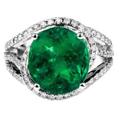 Certified Natural Colombian Emerald 5.3 ct and Diamond Ring in 18k White Gold