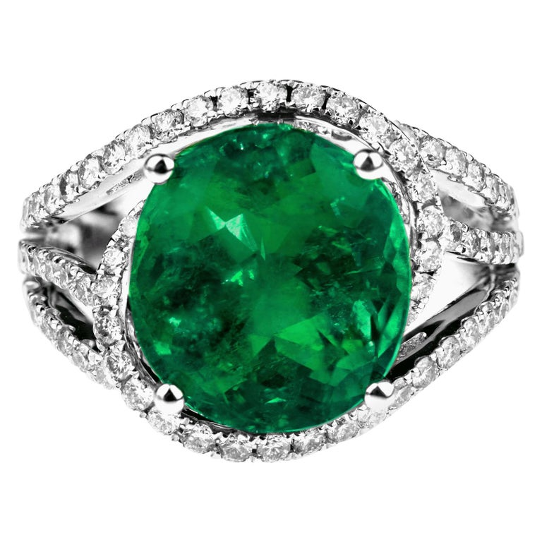 Certified Natural Colombian Emerald 5.3 ct and Diamond Ring in 18k White Gold For Sale