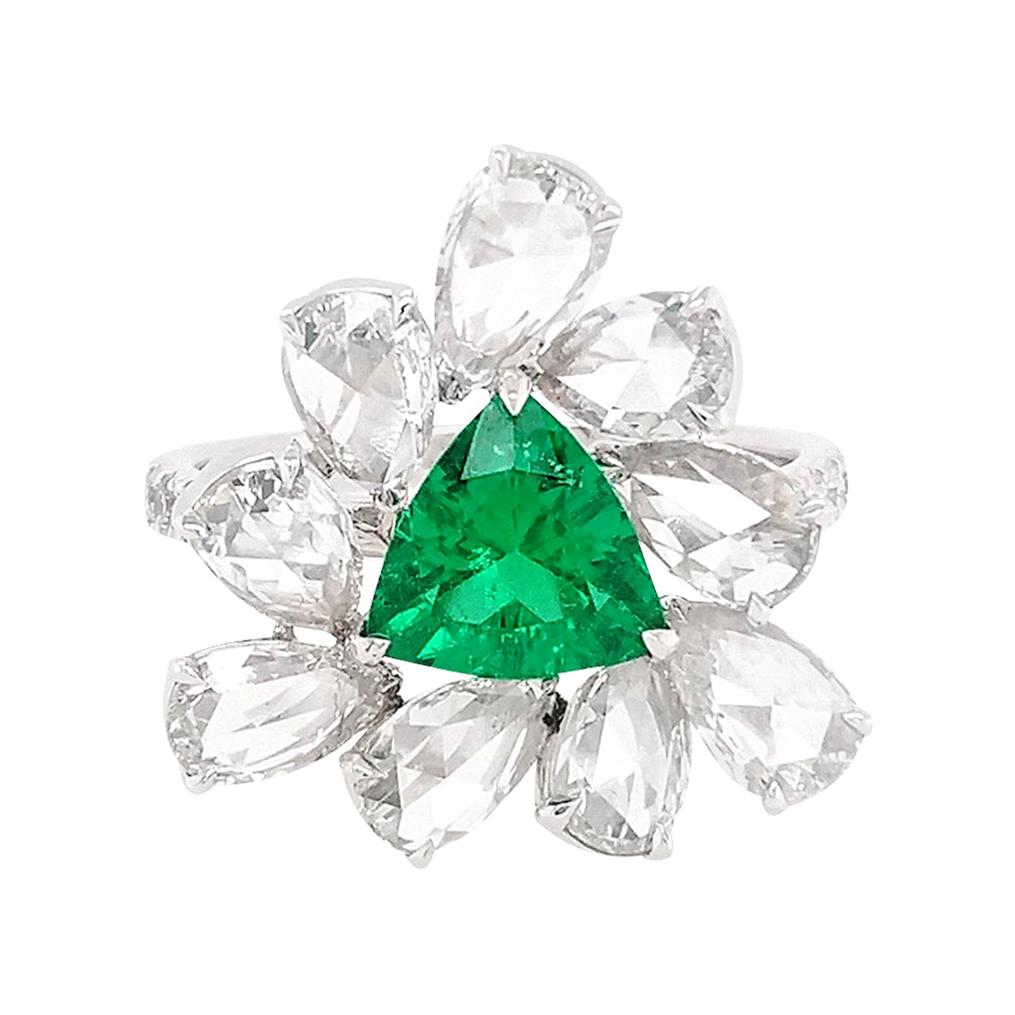 Certified Natural Colombian Emerald and White Diamond in K18 Cocktail Ring