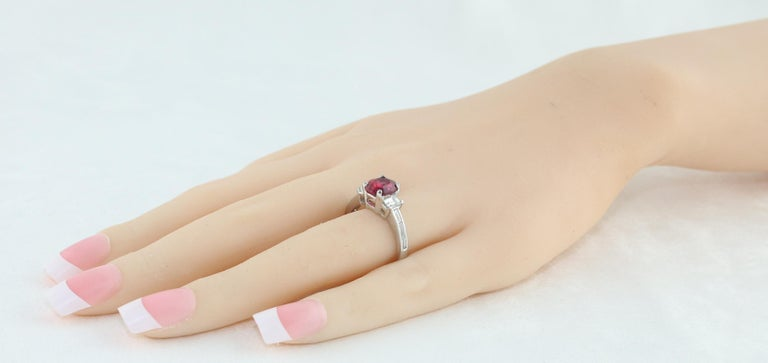 Certified No Heat 2.01 Carat Oval Ruby Diamond Three-Stone Gold Ring In New Condition For Sale In New York, NY