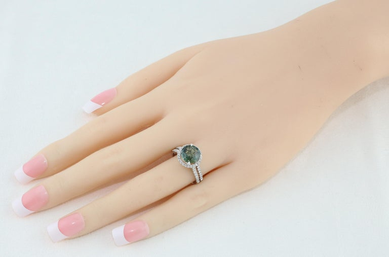 Contemporary Certified No Heat 2.56 Carat Bluish Green Sapphire Diamond Gold Ring For Sale
