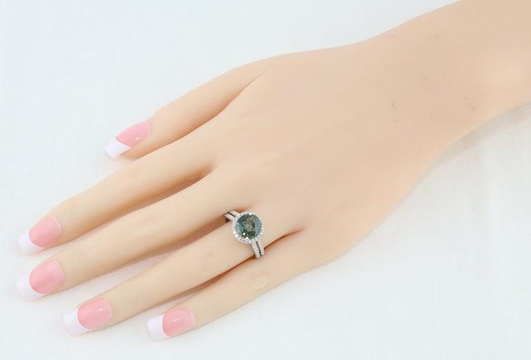 Round Cut Certified No Heat 2.56 Carat Bluish Green Sapphire Diamond Gold Ring For Sale