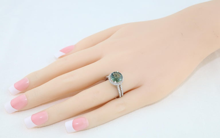 Women's Certified No Heat 2.56 Carat Bluish Green Sapphire Diamond Gold Ring For Sale