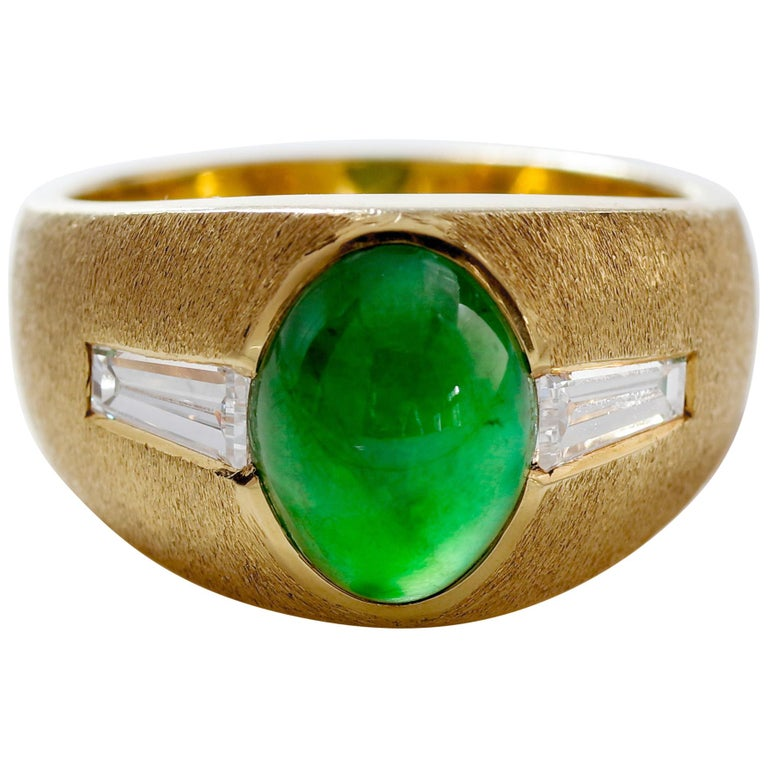 """Certified Omphacite Jade Ring of """"Imperial"""" Color with Diamonds, circa 1965 For Sale"""