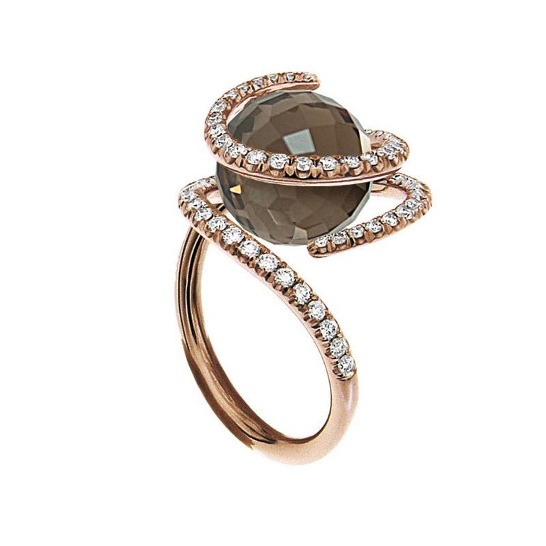 This entirely unique and handmade pink golden ring with three Interchangeable gems, created by Katherine Berquin, a noted Belgian goldsmith, jewellery artist and gemmologist, consists of an 18 kt pink golden ring, called the