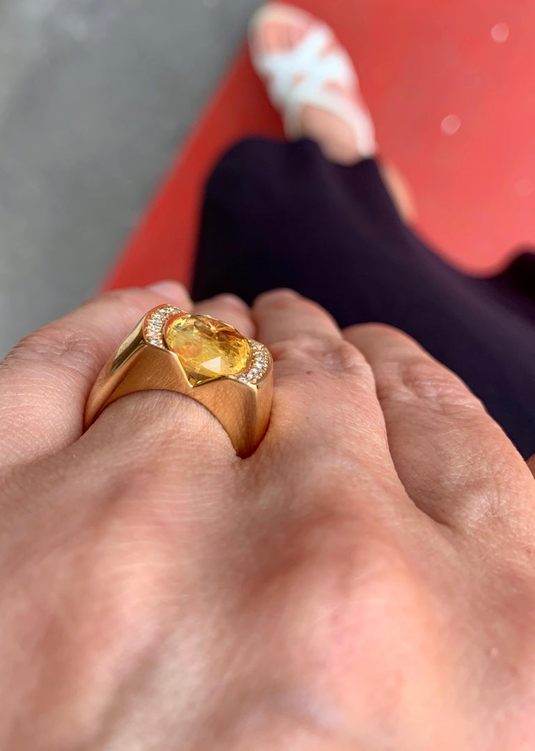 Women's or Men's Certified Unheated 4.50 Carat Yellow Sapphire Diamonds 18 Karat Gold Tank Ring For Sale