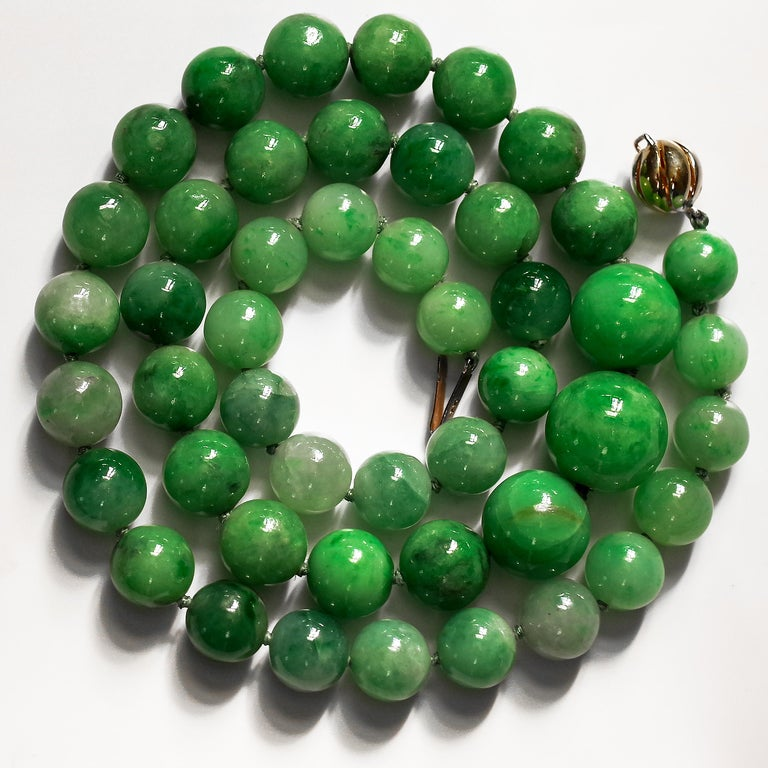 Modern Certified Untreated Jade Necklace in Vivid Translucent Green For Sale